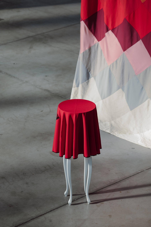 """Bénédicte HENDERICK, """"La Cache"""", 2005-2009. Exposition La Colère de Ludd, BPS22, 2020. Photo : Leslie Artamonow"""