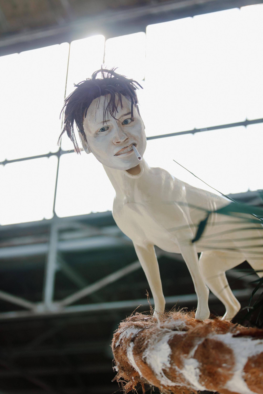 """Naufus Ramirez-Figueroa, """"Bitch on a Bent Palm Tree"""" (détail), 2011. Exposition La Colère de Ludd, BPS22, 2020. Photo : Leslie Artamonow"""