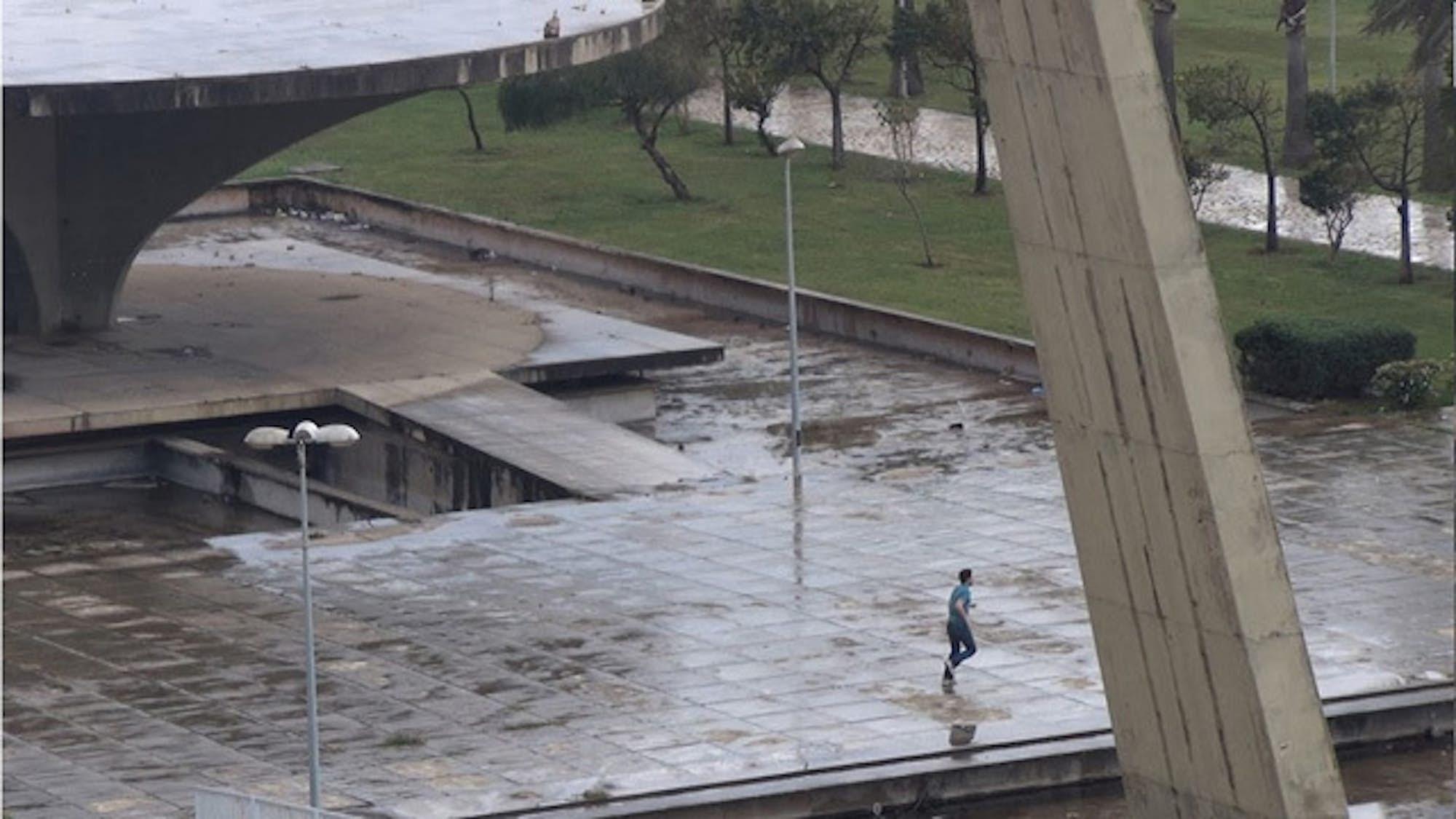Jan KOPP Courir Niemeyer 1 2013 capture