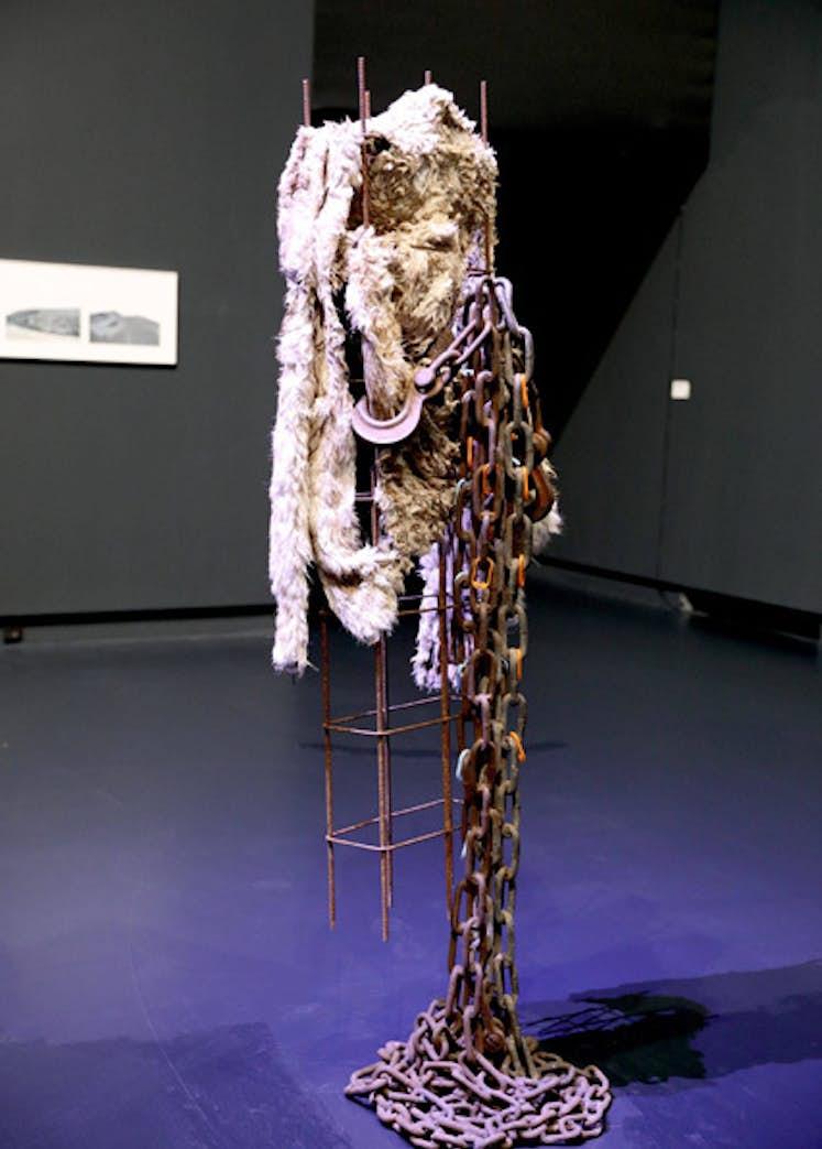 "Anita MOLINERO, ""Tina"", 1998. . Exposition La Colère de Ludd, BPS22, 2020. Photo : Leslie Artamonow"