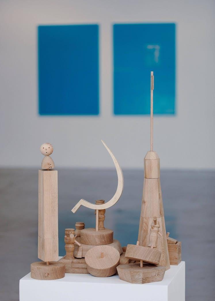 "Yerbossin Meldibekov, "" Transformer – Constructor Lego"", 2014. Exposition La Colère de Ludd, BPS22, 2020. Photo : Leslie Artamonow"