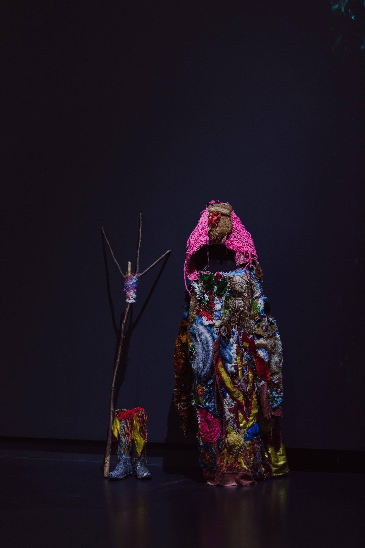 """Nicolas CLEMENT - Barbara MASSART, """"Barbara dans les bois"""", 2013-2015. Exposition La Colère de Ludd, BPS22, 2020. Photo : Leslie Artamonow"""