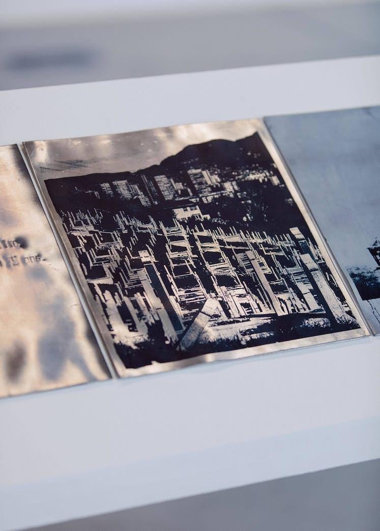 """Maëlle DUFOUR, """"Les Mondes inversés"""" (détail), 2017. Exposition La Colère de Ludd, BPS22, 2020. Photo : Leslie Artamonow"""
