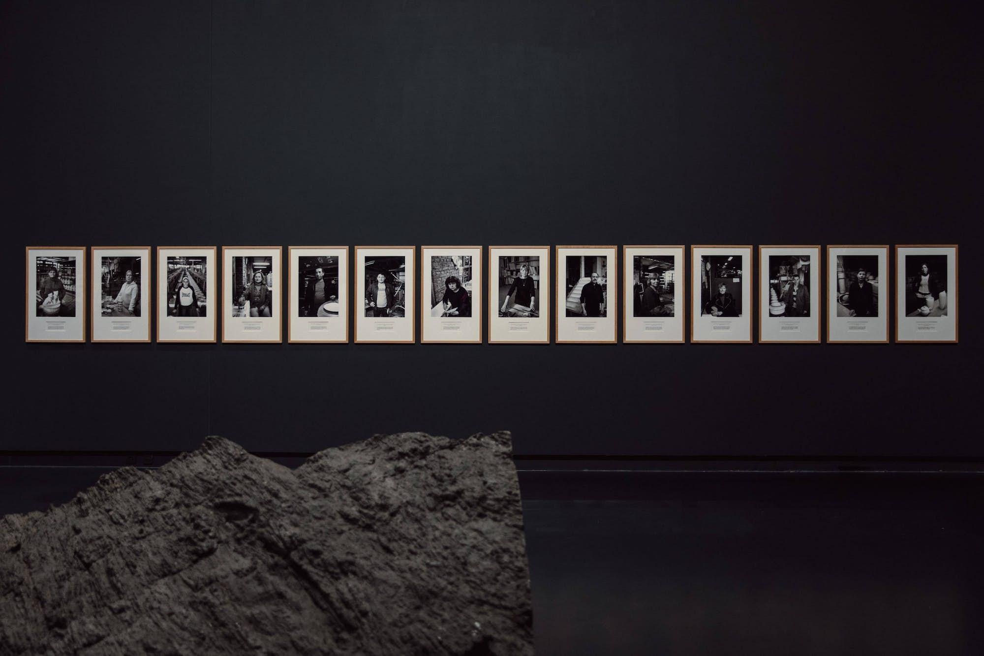 """Véronique VERCHEVAL, """"Usine occupée. Portraits des travailleurs de Royal Boch"""", 2009. Exposition La Colère de Ludd, BPS22, 2020. Photo Leslie Artamonow"""