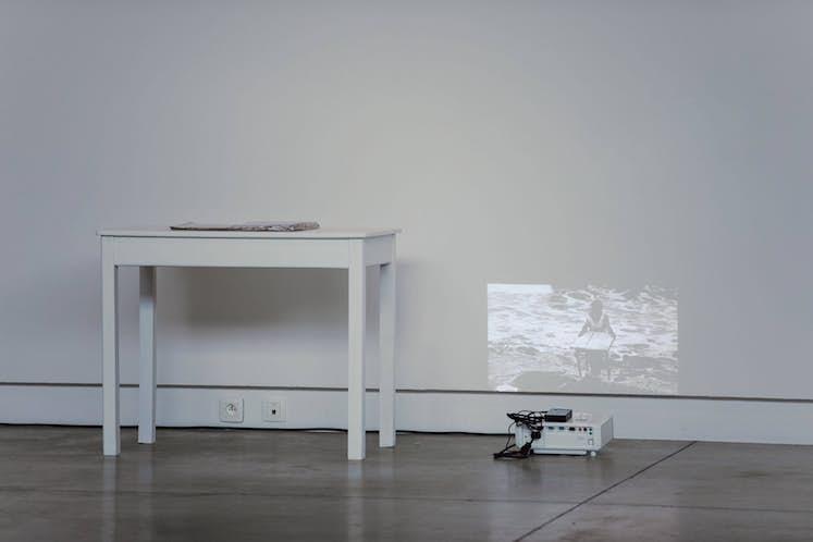 """Sylvie PICHRIST, """"Dessiner sur l'Océan"""", 2012. Exposition La Colère de Ludd, BPS22, 2020. Photo : Leslie Artamonow"""